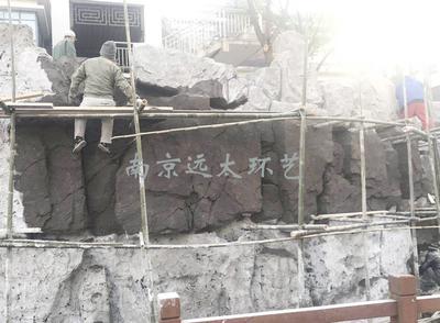 冬季塑石假山工程现场
