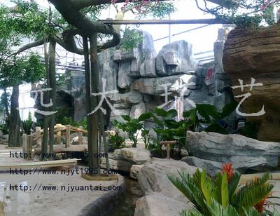 生态餐厅塑石假山?